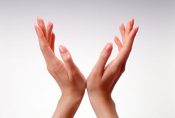 Bơm mỡ tự thân vào bàn tay là gì? Bơm mỡ tự thân có để lại sẹo?