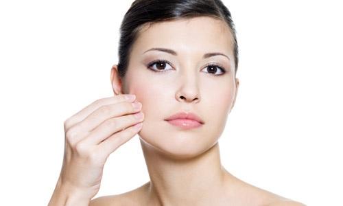 Truyền mỡ lên mặt được bao lâu? Có gây biến chứng không?
