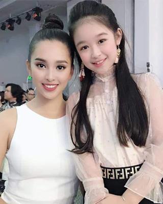 """Cô bé đọ sắc với hoa hậu Tiểu Vi khiến nhiều người nức nở khen """"Xứng danh Hoa hậu nhí Tây đô"""""""