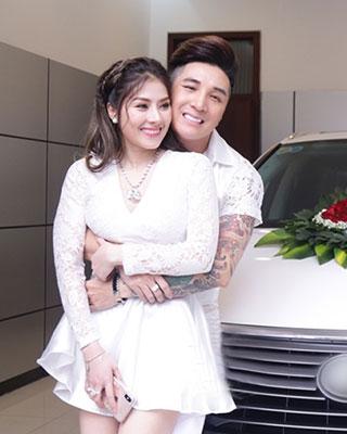 Cô bạn gái xinh đẹp được ca sỹ Lâm Chấn Khang cầu hôn và tặng xe 4 tỷ là ai ?